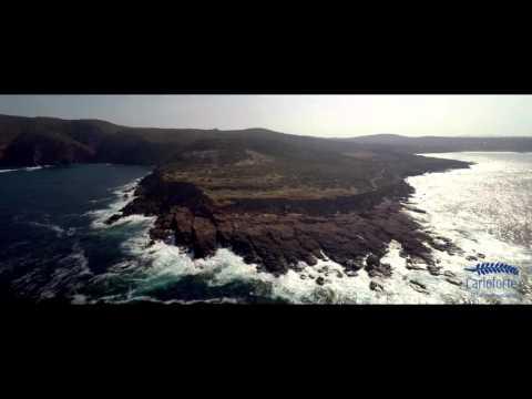 Immagina il rumore del mare che si infrange sulle scogliere di Carloforte