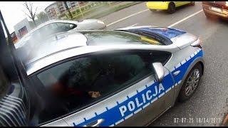"""""""Jacyś jesteście chorzy!"""" Typ ostro ciśnie policjantów za prowokację na przejściu dla pieszych!"""