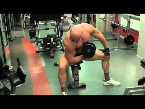 Накачать мышцы груди отжиманиями