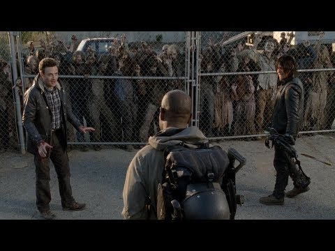TWD S5E16 - Morgan saves Daryl and Aaron from Walkers