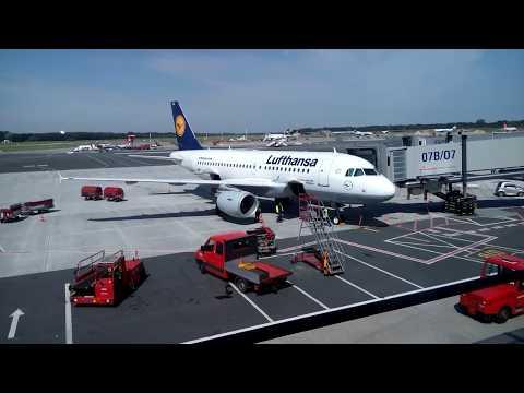 Flughafen Hamburg - Startvorbereitung einer Lufthansa ...