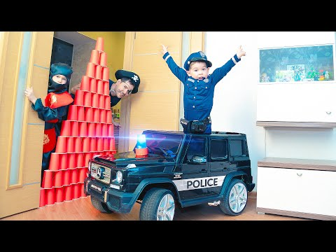 SUPER COP prevents Jailbreak. Pretend play with Police Toy Car.