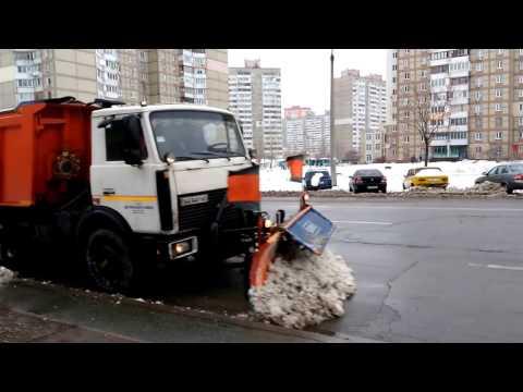Katujen kunnossapito hoitaa lumen auraamisen tyylillä Ukrainassa