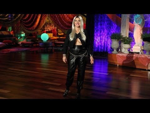 minaj - Nicki's outfit created a lot of headlines when she visited the show, and now it's Ellen's costume! Check out Ellen's outrageous Nicki Minaj Halloween look!