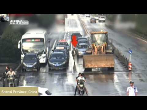 сдали нервы водителя эскаватора жесть (видео)