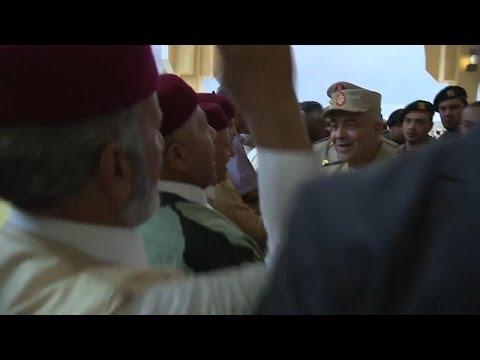 اهالى ليبيا يهتفون تحيا مصر وعاش الزعيم السيسي ويحيا الجيش المصرى ومصر العر