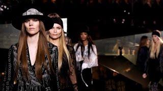 Label H&M Studio Tampilkan Keragaman Model Pada Peragaan Busananya