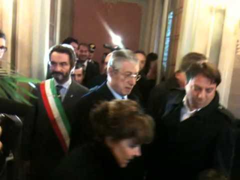 Umberto Bossi e la moglie alla cerimonia per Calogero Marrone