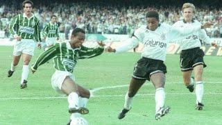 O Corinthians venceu o jogo de ida da final de 1993 por 1x0 no Palmeiras. O atacante Viola fez o gol da vitória, e ainda provocou...