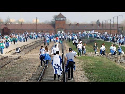 Auschwitz: 12.000 Menschen erinnern an Holocaust-Opfe ...