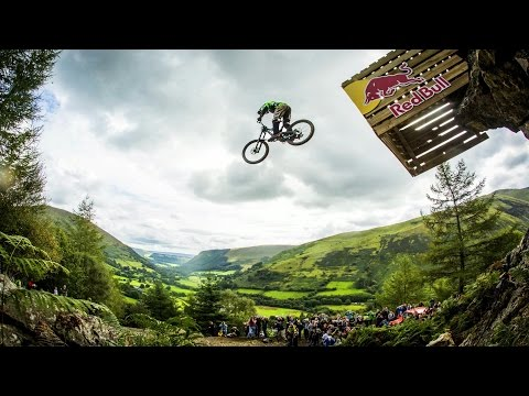 Hardcore Downhill MTB Racing - Red Bull Hardline 2015 (видео)