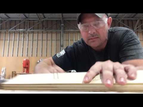 Fantástica broma en una carpintería con un clavo