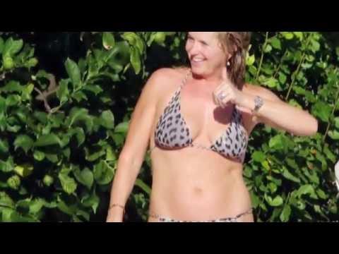 Penny Lancaster Busty Upskirt