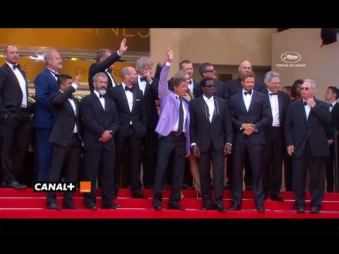 Cannes - Watch the cast of Expendables 3 walking on the red carpet of Cannes Film Festival 2014. And they showed up with #Bringbackourgirls signs !