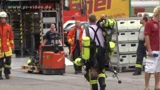 Video 14.08.2012 - Mannheim - Feuerwehr-Großaufgebot mit Spezial-Löschmittel bei Brand im Einsatz MP3, 3GP, MP4, WEBM, AVI, FLV Oktober 2017