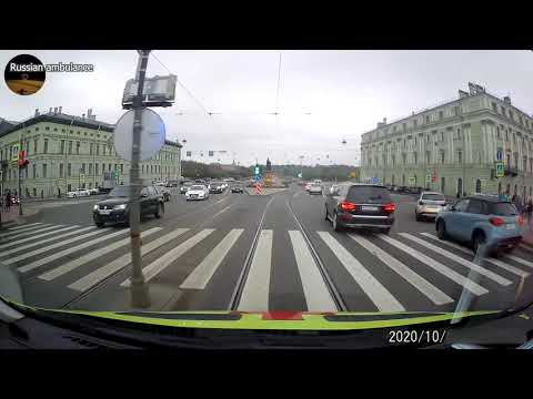 Как пропускают скорую в Санкт-Петербурге