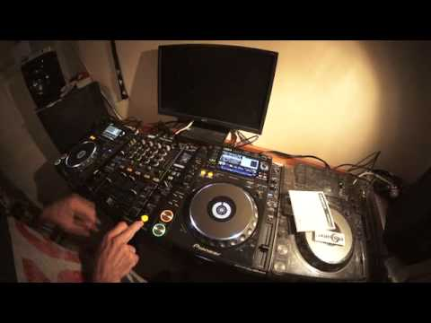 INTERMEDIATE DJ LESSON ON BEAT MIXING WITH A LOOP BY ELLASKINS THE DJ TUTOR