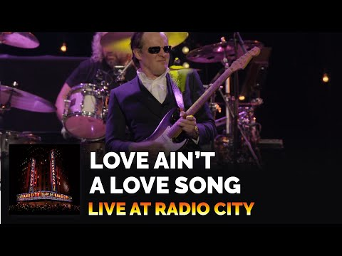 Love Ain't a Love Song (Live)