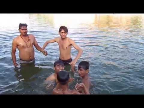 Video Sunil Bharatpur Bathing in Kshipra River Ujjain (MP) download in MP3, 3GP, MP4, WEBM, AVI, FLV January 2017