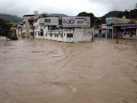 Enchente em Carangola, Rua DR. Olímpio Teixeira - 06/01/2009