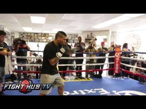media - In this boxing video, Lucas Matthysse hits the mitts ahead of his fight with John Molina in the media workout video. For more Boxing and MMA videos log onto http://www.fighthubtv.com Like...