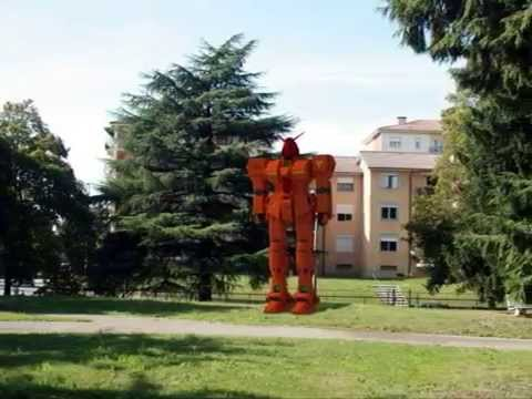 Robot giapponese gigante a Vedano Olona