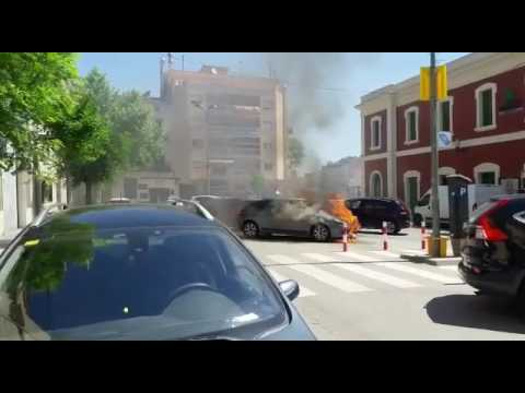 Crema un cotxe al centre de Vilafranca