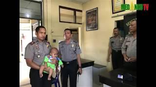 Video Polisi Lalulintas Polsek Medan Sunggal Selamatkan Bayi yang Ditinggal Ibunya di Halte MP3, 3GP, MP4, WEBM, AVI, FLV Agustus 2018