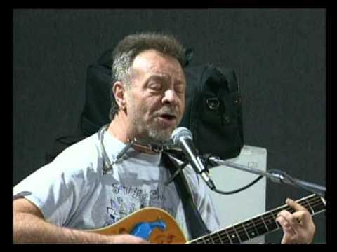 León Gieco video La cultura es la sonrisa - En vivo 2000