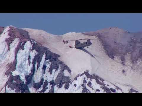 Ihmisten pelastus vuorilta helikopterilla – Tarkka laskeutuminen rinteeseen