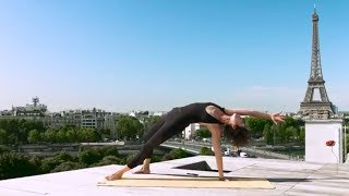 Rendez-vous demain avec Valentina de Pietri pour une session de Yoga sur le rooftop de la maison-blanche face à la tour Eiffel. Abonnez-vous à la chaîne ELLE : http://bit.ly/YouTubeELLE--------------------------Remerciements:Valentina De Pietrihttps://www.instagram.com/sunie_yoga_paris/Maison Blanchehttp://www.maison-blanche.fr/fr/Production : LEDCopyright : ©ELLE 2016