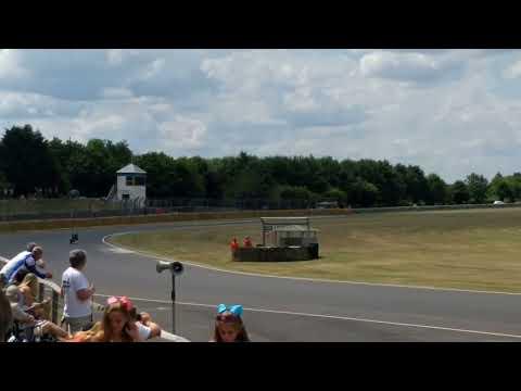 Vídeos de 'Guy Martin se sube a la Honda RC167 de Mike Hailwood'