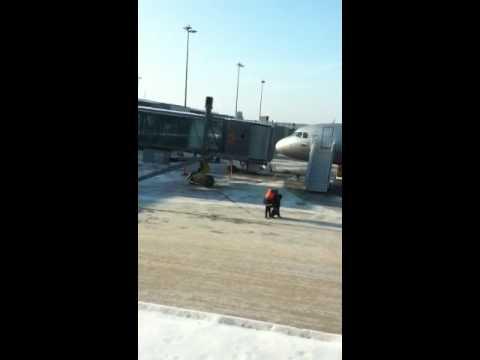 Dronken man uit vliegtuig gezet