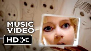 Nonton Big Eyes - Lana Del Rey Music Video -
