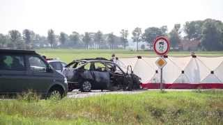 Man komt om bij autobrand na aanrijding