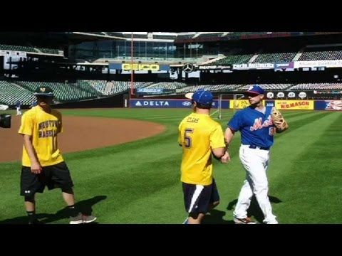 David Wright - 9/15/13: Mets third baseman David Wright plays catch with Newtown baseball players at Citi Field Check out http://MLB.com/video for more! About MLB.com: Abou...