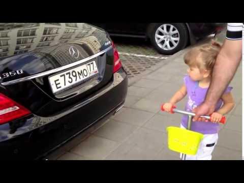 Двухлетняя девочка знает все машины (видео)