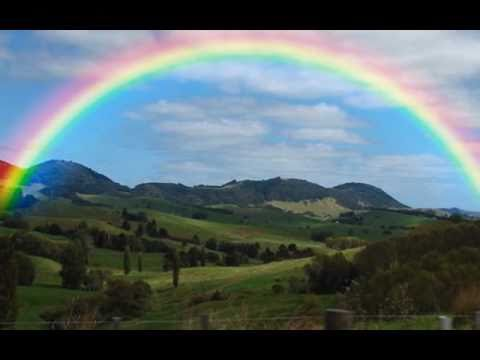Tekst piosenki Israel Kamakawiwo'ole - Somewhere Over The Rainbow po polsku
