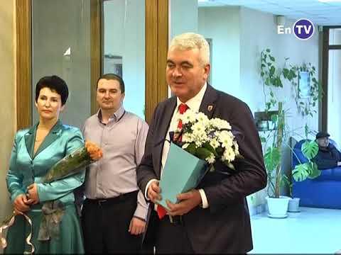 В Энергодаре в День всех влюблённых 7 супружеских пар с началом семейной жизни поздравил мэр Павел Музыка