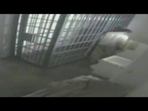 Video released of 'El Chapo' escaping