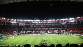 Mais um lindo mosaico da torcida do Flamengo, desta vez contra o Atlético PR. Mosaico que começou verde, com uma ilustração do gol do Zico. Sensacional!