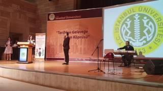 Nevzat Ak istanbul üniversitesin de verdiği muhteşem konserin ardından sayin Rektör ve okul müdüründen plaket aldı.