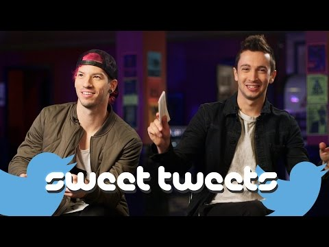 Twenty One Pilots read fan tweets :)
