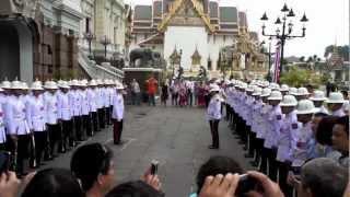 バンコク市内観光王宮の衛兵交代式