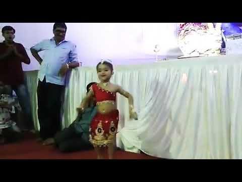 Video Mukhda Chaand ka Tukda....dance by cute little girl download in MP3, 3GP, MP4, WEBM, AVI, FLV January 2017