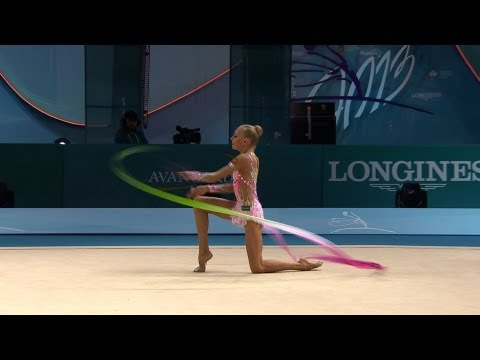 Rhythmic - FIG Official -- World Championships Kiev. Qualifications Ribbon : 18.400 (Difficulty : 9.300, Execution : 9.100). She's perfect, on a melody of old Paris... ...
