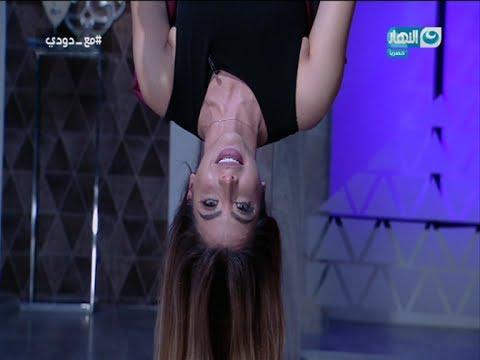 العرب اليوم - بالفيديو: مذيعة قناة النهار تقدّم برنامجها التلفزيوني