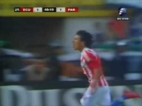 Gol de 'el pájaro'  Benítez frente a Ecuador.