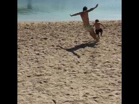 Papu Gomez insegna il calcio (e la vita) al figlio Bautista