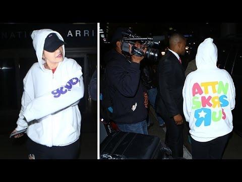 Rita Ora Seems Upset About Her Choice Of Wardrobe